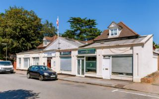 66 , York Road, KT13 9DY
